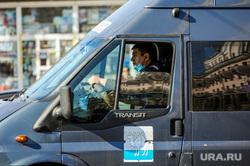 Соблюдение масочного режима в общественном транспорте. Челябинск, общественный транспорт, медицинская маска, пассажиры, маршрутка