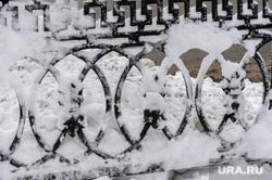 Дороги после снегопада. Челябинск, ограда, снег в городе, сугроб