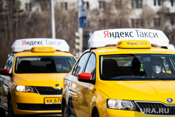 Дезинфекция автомобилей такси «Яндекс.Такси». Екатеринбург, такси, водитель, таксист, медицинская маска, защитная маска, яндекс такси, маска на лицо, желтая машина, мужчина в маске