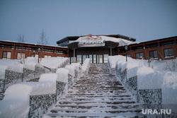 Ямалкан закрылся. Салехард, ямалкан, снег на ступенях