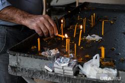 Город Шуши после обстрелов ВС Азербайджана. Нагорный Карабах, свечи, вера