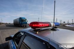 Пост ДПС на трассе. Сургутский район, машина дпс, мигалка, дпс, полицейская машина, дальнобойщики, гибдд, полиция, проблесковый маячок, трасса, грузовой автомобиль