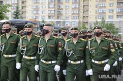 Возложение венков курсантами ТВВИКУ на площади памяти. Тюмень, курсанты тввику, маршеруют