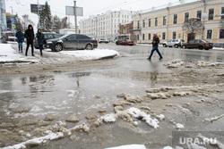 Уборка города после снегопада. Екатеринбург, снежная каша, лужа, мокрый снег, снег на дороге, грязный снег