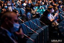 Международный форум высотного и уникального строительства «100+ Forum Russia». Екатеринбург, сидения, ограничительная лента, социальная дистанция, противоэпидемические меры, пандемия