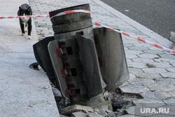 Город Шуши после обстрелов ВС Азербайджана. Нагорный Карабах, кот, неразорвавшийся снаряд, снаряд рсзо смерч, последствия обстрела, уличное животное