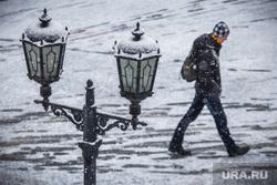 Снегопад. Екатеринбург, снег, холод, зима, фонари освещения, снегопад, осень