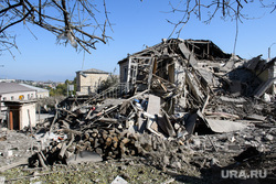 Последствия ночного обстрела Степанакерта. Нагорный Карабах, развалины дома, частный дом, частный сектор, последствия обстрела, город степанакерт