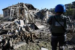 Последствия ночного обстрела Степанакерта. Нагорный Карабах, пресса, развалины дома, частный дом, частный сектор, последствия обстрела, press, военкорр, военный журналист