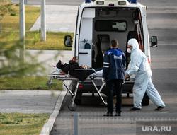 Скорая помощь в 40 ГКБ в Коммунарке. Москва, каталка, защитный костюм, приемный покой, медики, врачи, скорая помощь, санитары, врач, больница, фельдшер, доктор, коронавирус, covid, ковид, противочумной костюм, лежачий больной, SARS-CoV-2