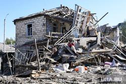 Последствия ночного обстрела Степанакерта. Нагорный Карабах, развалины дома, частный дом, разрушение, частный сектор, последствия обстрела, город степанакерт