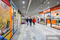 Соблюдение масочного режима. Челябинск, торговая галерея, никитинские ряды, магазин, маска медицинская