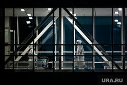 Доставка пациентов скорой помощью в ГКБ №40 «Коммунарка» во время пандемии SARS-CoV-2. Москва, защитный костюм, медики, врачи, фельдшер, медики, covid-19, коронавирус, ковид, противочумной костюм, красная зона, 40 гкб коммунарка, карантинный центр