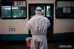 Дезинфекция общественного транспорта в Екатеринбурге во время пандемии коронавируса COVID-19, транспорт, троллейбус, защитный костюм, эпидемия, дезинфекция, екатеринбург , санитарная обработка, пандемия коронавируса, медицинский костюм