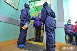 Поликлиника #2. Курган , пациент, поликлиника, защитный костюм, врач в защитном костюме