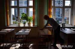 Подготовка в учебному сезону в МБОУ гимназия № 5. Екатеринбург, учитель, класс, уборка, дезинфекция, школа, учебное заведение, аудитория, парты