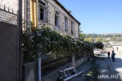 Последствия ночного обстрела Степанакерта. Нагорный Карабах, частный дом, частный сектор, последствия обстрела, город степанакерт