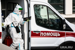 Скорая помощь в 40 ГКБ в Коммунарке. Москва, защитный костюм, скорая помощь, врач, фельдшер, медик, коронавирус, covid, ковид, противочумной костюм, SARS-CoV-2