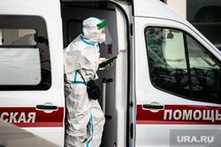 Скорая помощь в 40 ГКБ в Коммунарке. Москва, защитный костюм, приемный покой, медики, врачи, скорая помощь, санитары, врач, больница, фельдшер, доктор, коронавирус, covid, ковид, противочумной костюм, SARS-CoV-2