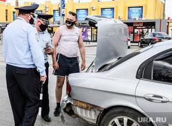 Проверка соблюдения масочного режима водителями. Екатеринбург, полиция, гибдд, дорожно патрульная служба, проверка на дорогах, досмотр автомобиля, масочный режим, проверки на дорогах, полицейский рейд