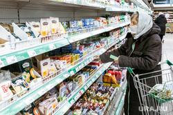 Масочный режим во вторую волну коронавируса. Тюмень, покупатель, продукты, касса, магазин, выбор продуктов