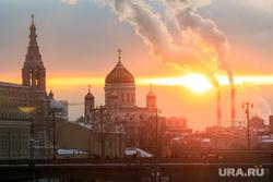 Зимняя Москва, трубы, пейзаж, дым из труб, ххс, город москва, храм христа спасителя, закат, вечер, софийская набережная