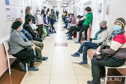 Поликлиника №3. Тюмень, коридор, очередь , люди в масках