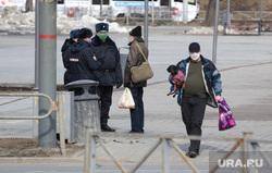 Город во время нерабочих дней, объявленных в связи с карантином по коронавирусу, пятый день. Пермь , маска, выгул собак, патруль полиции