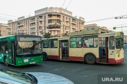 Авария, троллейбус проткнул штангой лобовое стекло автобусу. Челябинск, троллейбус, дтп, автобус, авария