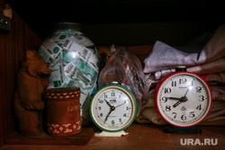 Клипарт по теме Деньги. Москва, часы, будильник, тысячные купюры, деньги, пенсионеры, кубышка, деньги в банке, шкаф, накопления
