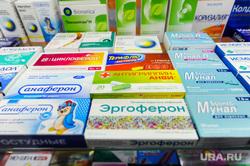 Продажа противовирусных препаратов и медицинских масок в аптеке. Челябинск, аптека, лекарства, фармацевт, противовирусные средства, анаферон, эргоферон