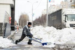 Город во время режима самоизоляции. Сургут, уборка снега
