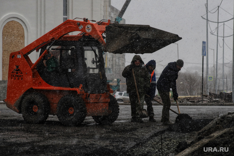 Укладка асфальта в снег на набережной Тобола. Курган