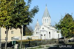 Город Шуши после обстрелов ВС Азербайджана. Нагорный Карабах, город шуши, собор святого христа всеспасителя