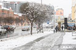 Уборка города после снегопада. Екатеринбург, снег, непогода, гололед, улица малышева
