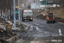 Укладка асфальта в снег на набережной Тобола. Курган , снег, ремонтные работы, набережная, укладка асфальта, набережная тобола, плохая погода, рабочие, дождь, благоустройство набережной