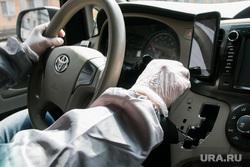Разное. Курган, руль, перчатки медицинские, руки в перчатках, навигатор, водитель автомобиля, человек за рулем, перчатки защитные