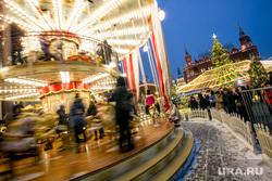 Новогодняя Москва. Москва, иллюминация, карусель, новогодние атракционы