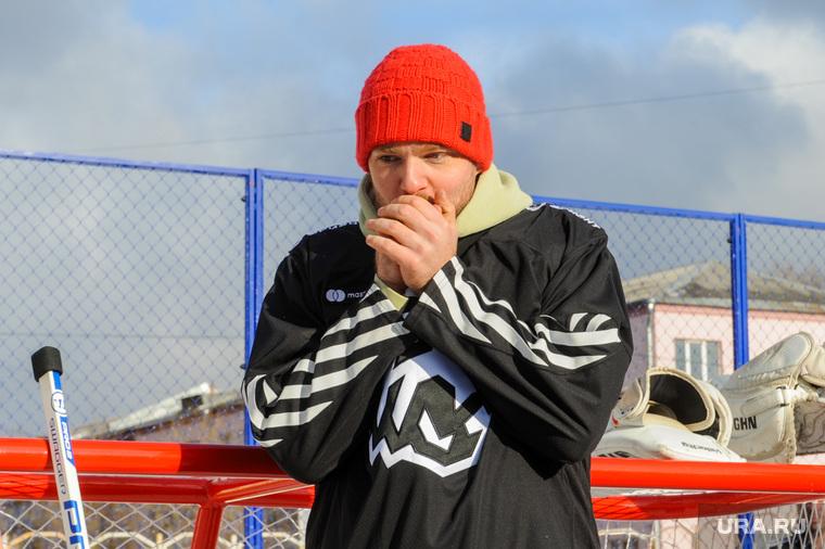 Мастер-класс Евгения Кузнецова для челябинских школьников на новой дворовой хоккейной коробке. Челябинск