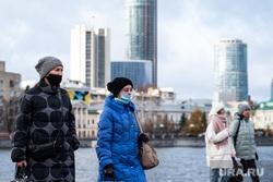 Виды Екатеринбурга, медицинская маска, защитная маска, женщины, город екатеринбург, екатеринбург сити, маска на лицо