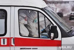 Машины скорой помощи в красной зоне городской больницы №2. Курган , скорая помощь, защитная одежда, машина скорой помощи, медицина, covid-19, covid19, коронавирус, врач в защитном костюме