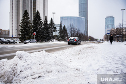 Виды Екатеринбурга, тротуар, снег, зима, башня исеть, здание правительства свердловской области, хайат, екатеринбург сити