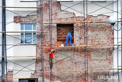 День города.  Курган , строительные леса, ремонт фасада