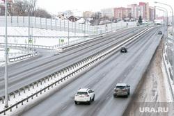 Окраины, дома, дороги. Тюмень, автомобили, снег, зима, трасса, дорога
