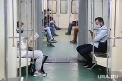 Спальные районы Москвы во время периода самоизоляции. Москва, лето, метро, вагон, масочный режим, коронавирус