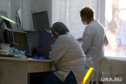 Депутат областной думы Александр Ильтяков в центре переливания крови. Курган , медсестра, кабинет врача, врач, фельдшер, медики
