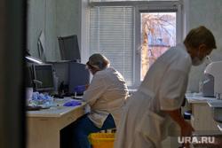 Депутат областной думы Александр Ильтяков в центре переливания крови. Курган , медсестра, кабинет врача, медики, медицина