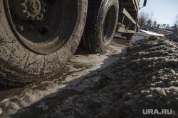 Коммунальная авария на Сибирском тракте. Екатеринбург, коммунальная авария, колеса, грязь на дороге, грязь