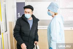 Поликлиника 14. Тюмень, медсестра, люди в масках, врач, доктор