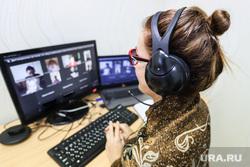 Клипарт на тему дистанционного обучения. Курган, учитель, наушники, клавиатура, видеосвязь, вкс, компьютер, онлайн, удаленка, дистанционное обучение, удаленное обучение, дистант, обучение на дому, ученики онлайн